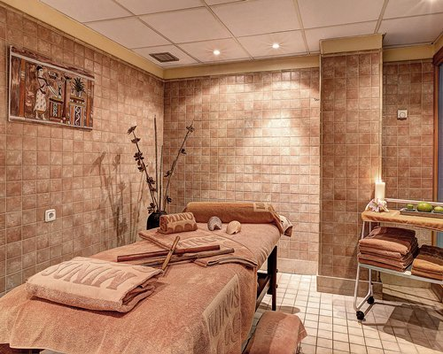 A spa room at the Peniscola Plaza resort.