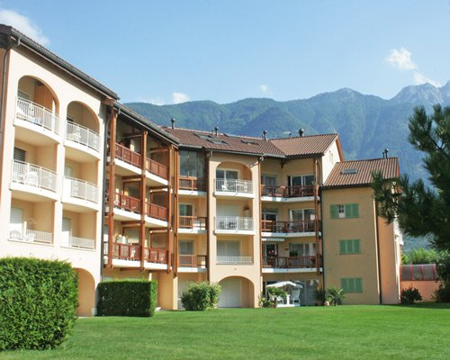 Scenic exterior view of Les Bains de Saillon with multiple balconies.
