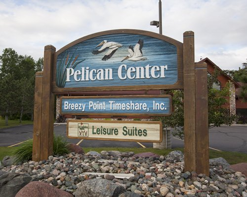 A signboard of the Pelican Center.