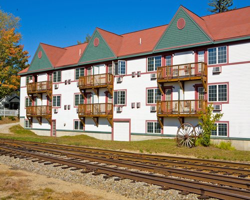 Scenic exterior view of The Suites at Eastern Slope Inn.