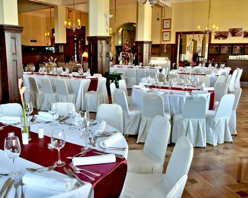 A well furnished indoor banquet hall.