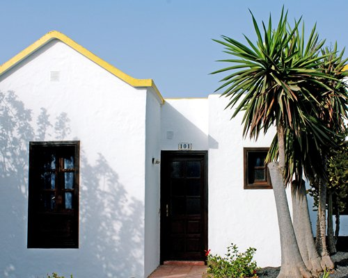 An exterior view of the Elite Fuerteventura Club resort unit.