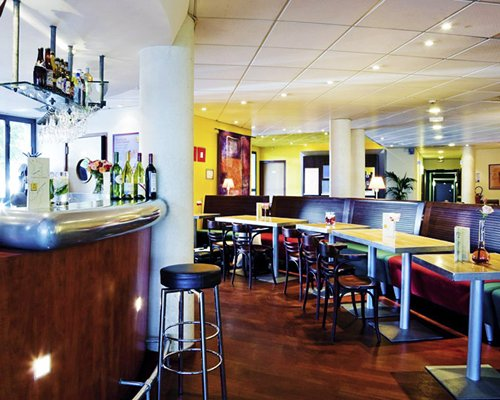 Indoor restaurant and bar at Novotel Suites Paris Montreuil.