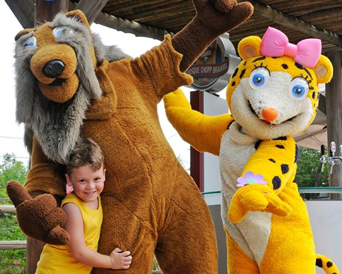 A view of kid posing with mascots.