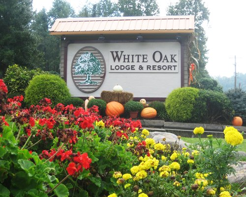Sign board of White Oak Lodge and Resort.