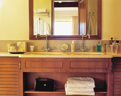 A view of double sink vanity.