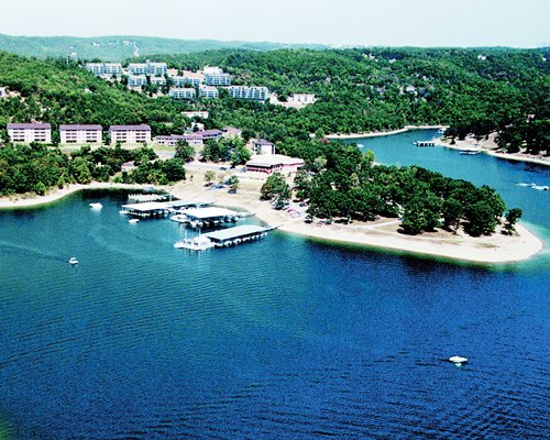 An aerial view of Escapes to Branson Yacht Club resort.
