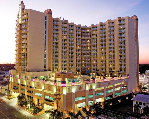 Exterior Wyndham Ocean Boulevard Resort.