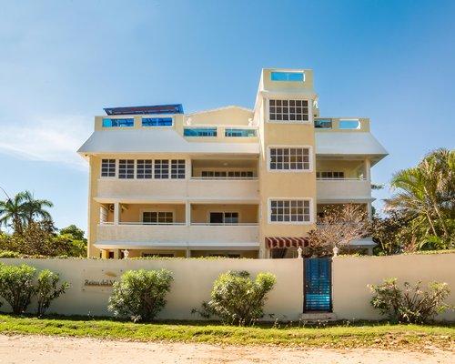 Exterior view of Reina Del Mar resort.