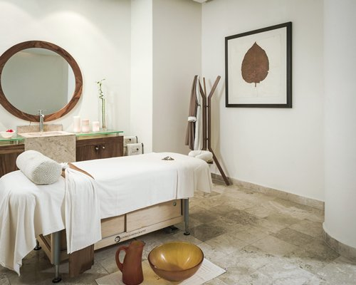 A well furnished spa room.