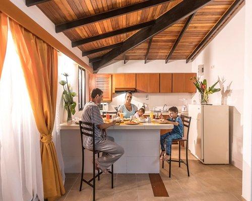 A restaurant at Conjunto Turistico Vacacional Cordillera.