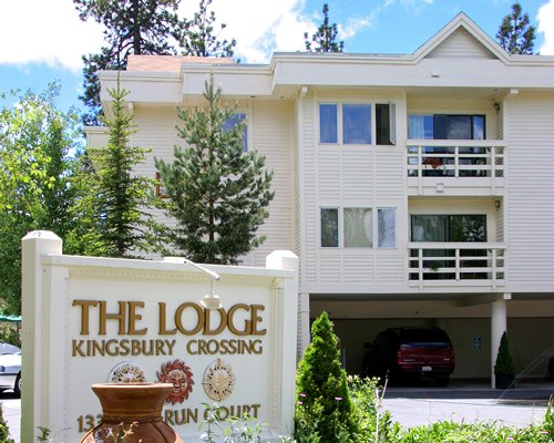 Signboard of The Lodge at Kingsbury Crossing resort.
