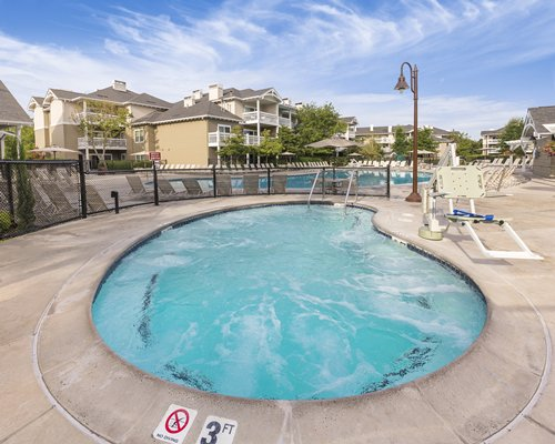 Scenic Worldmark Wine Country Sonoma County with outdoor swimming pool hot tub and chaise lounge chairs.