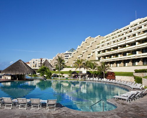 Club Melia At Paradisus Cancun's outdoor swimming pool.