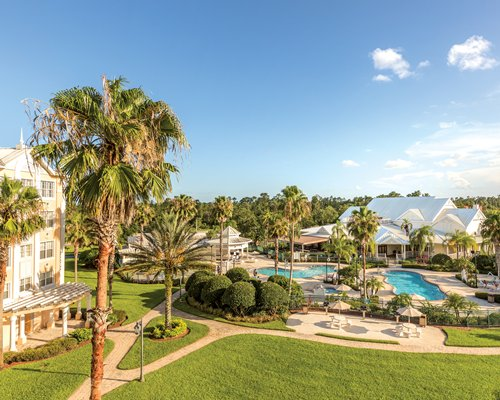 The WorldMark Orlando Kingstown Reef grounds with outdoor swimming pool.