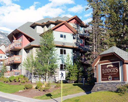 Street view of Elkhorn at the Lodges.