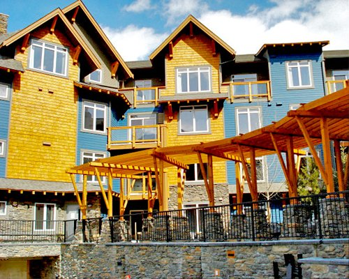 View of Elkhorn at the Lodges with multiple balconies.
