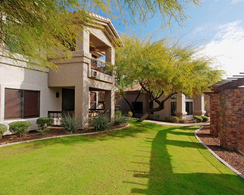 Scenic exterior view of Desert Arroyo Phoenix resort.