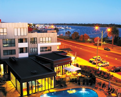 Worldmark Resort Lakes Entrance's outdoor swimming pool and dining area with a waterfront view.