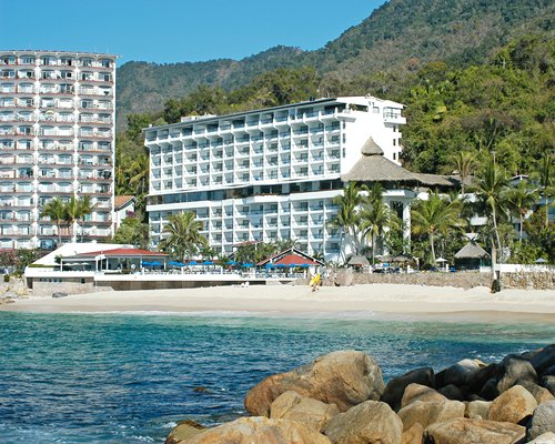 Beach view of the Presidente Intercontinental Puerto Vallarta resort.