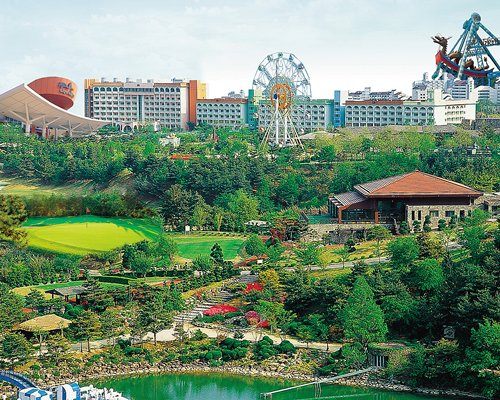 Scenic exterior view of Hanwha Resorts Seorak Sorano with theme park.