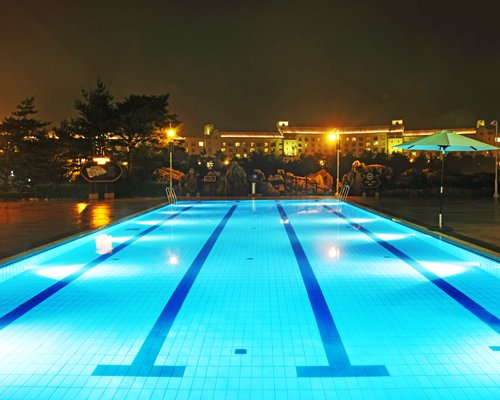 Outdoor swimming pool with a sunshade alongside Hanwha Resorts Seorak Sorano.