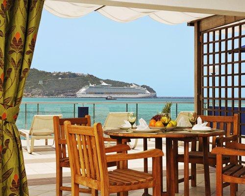 An outdoor dining area alongside the ocean.