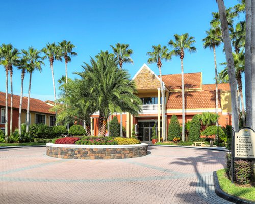 An exterior view of the Legacy Vacation Club Orlando.