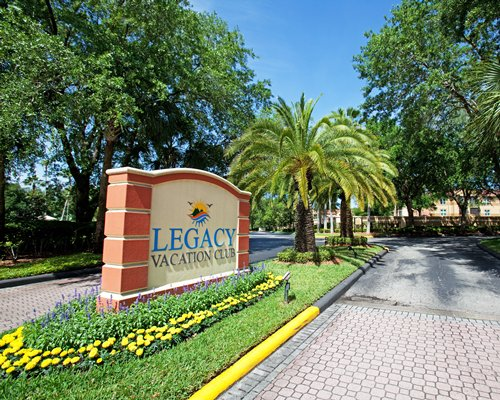 Signboard and entrance view of Legacy Vacation Club Lake Buena Vista.