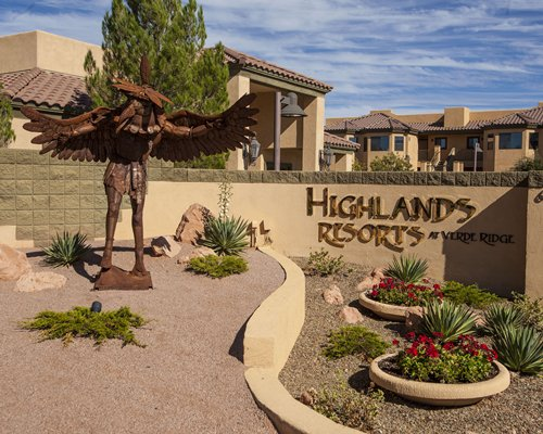 Exterior view of Highlands Resort At Verde Ridge.