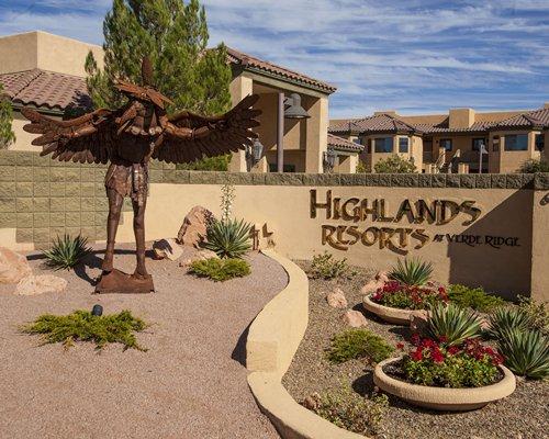Exterior view of Highlands Resort At Verde Ridge.