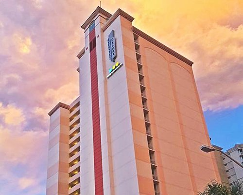 An exterior view of Carolina Grande resort.