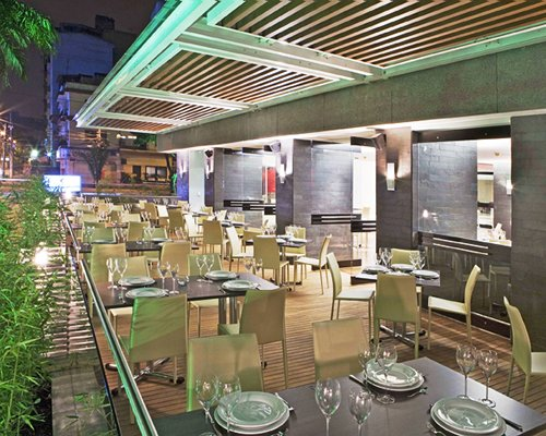 A restaurant at Hotel Four Points By Sheraton Cali.