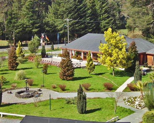 Scenic pathway leading to Complejo Turistico Alto Villarrica.