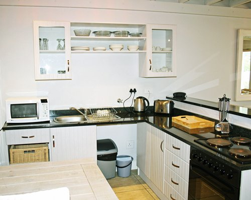 An open plan kitchen with breakfast bar.