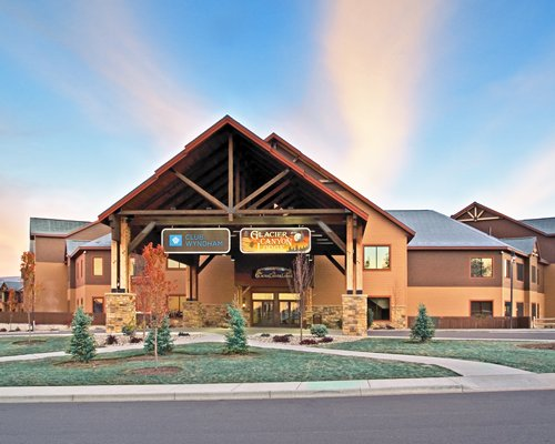 Exterior view of Wyndham Vacation Resorts At Glacier Canyon.