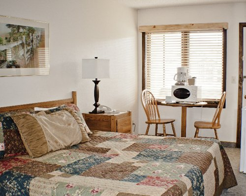 A well furnished bedroom with patio furniture and lamp.