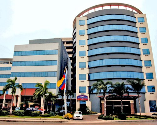 An exterior view of the Howard Johnson Hotel Guayaquil.