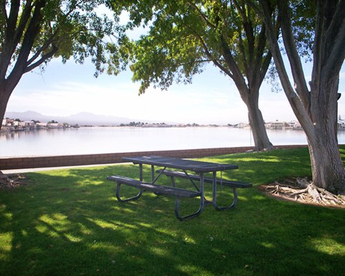 An outdoor picnic area alongside the lake.