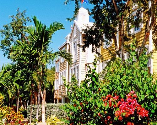 Exterior view of Mariner's Club of Key Largo.