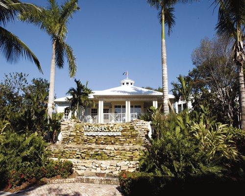 Scenic exterior view of Mariner's Club of Key Largo resort.