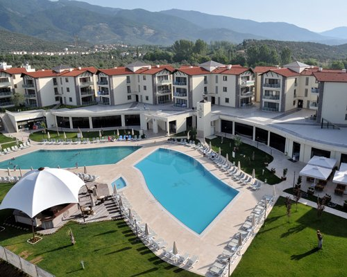 Hattusa VTC Kazdaglari with an outdoor swimming pool.