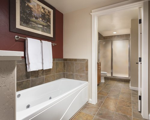 A bathroom with bath tub.