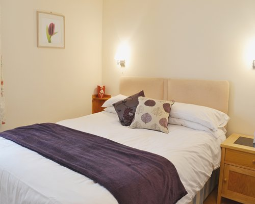 A well furnished bedroom with lamp.