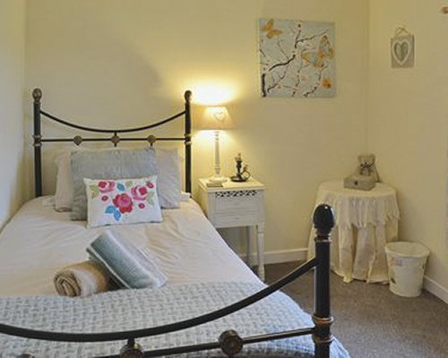 A well furnished bedroom with a lamp.