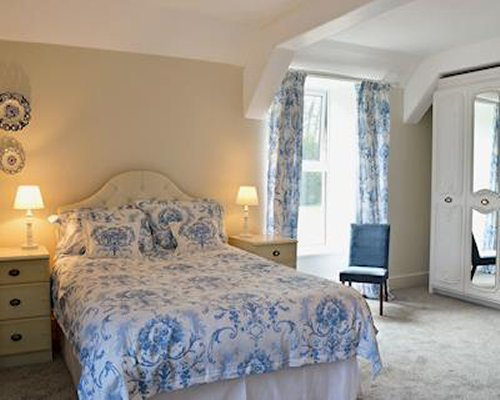 A well furnished bedroom with lamps and patio furniture.