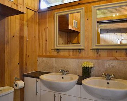 A bathroom with double sink vanity.