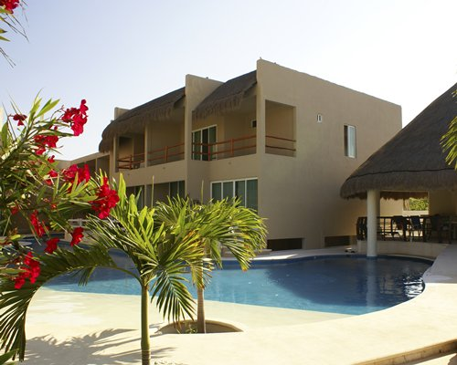An exterior view of Coral Maya Turquesa resort.