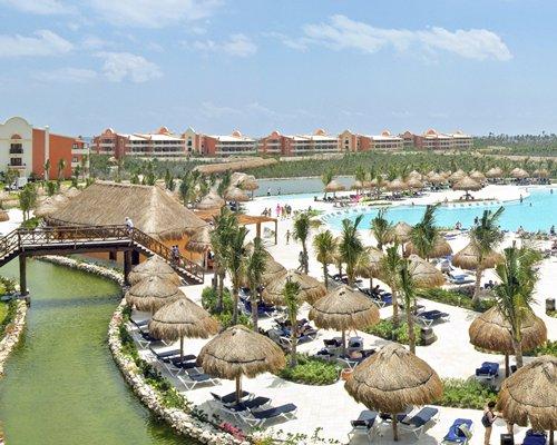 Grand Palladium White Sand Resort & Spa alongside the beach.