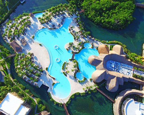Birds eye view of an outdoor swimming pool.